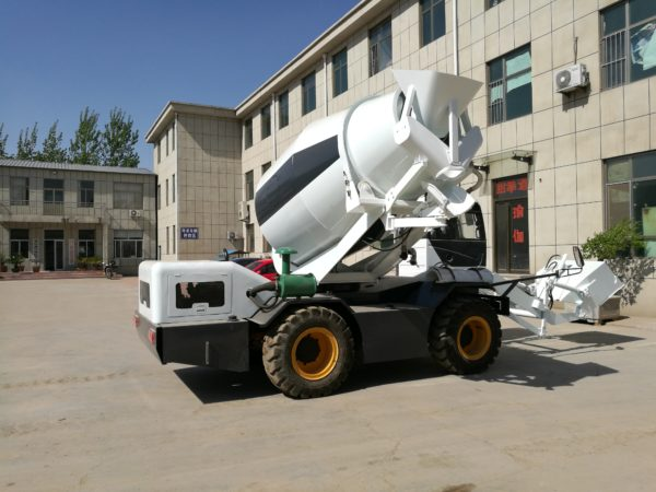 2.5m3 self loading concrete mixer truck